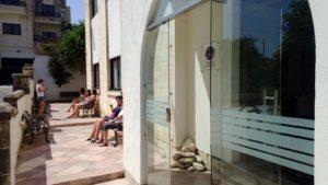 gse-malta-students-on-the-school-patio-2